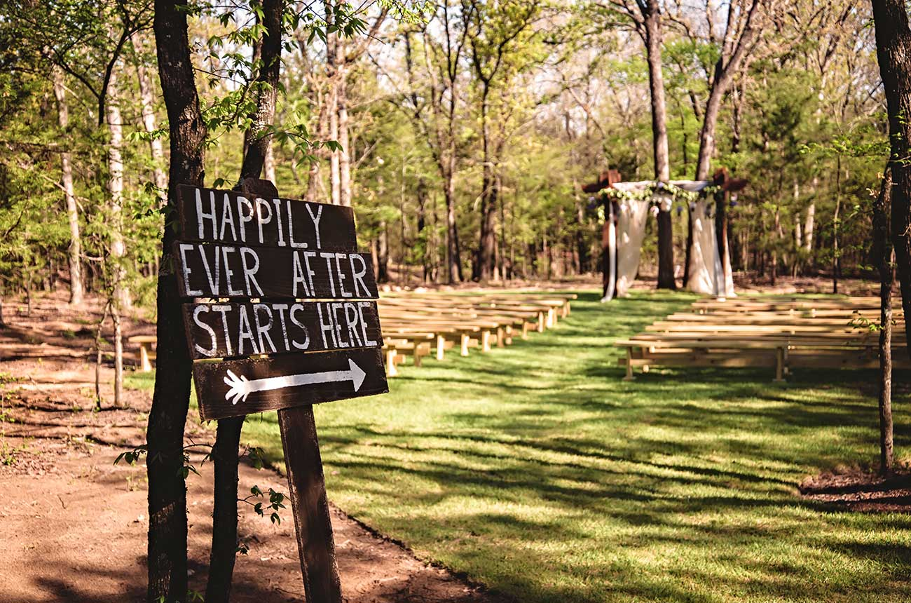 Image of outside with sign - Whispering Oaks Wedding Venue