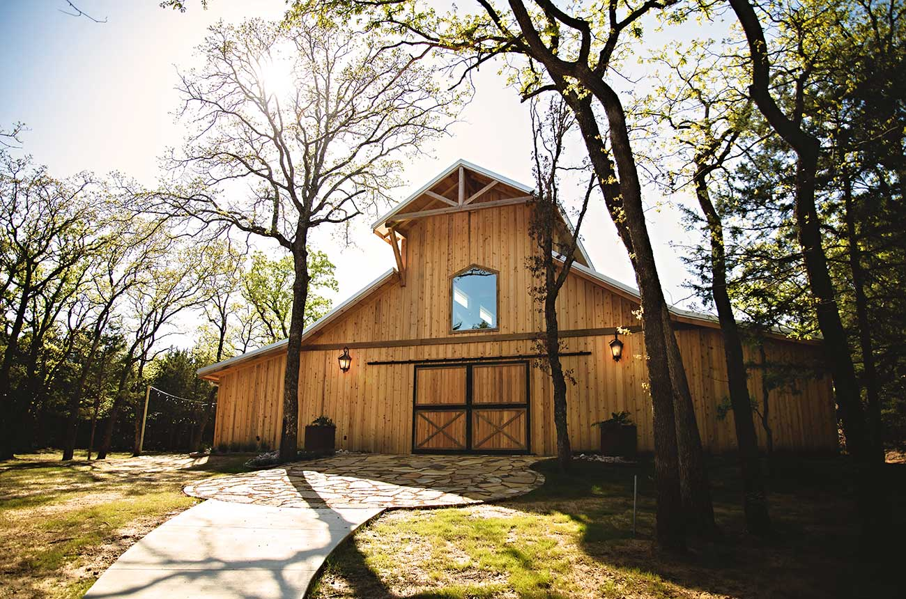 Image of outside building - Whispering Oaks Wedding Venue