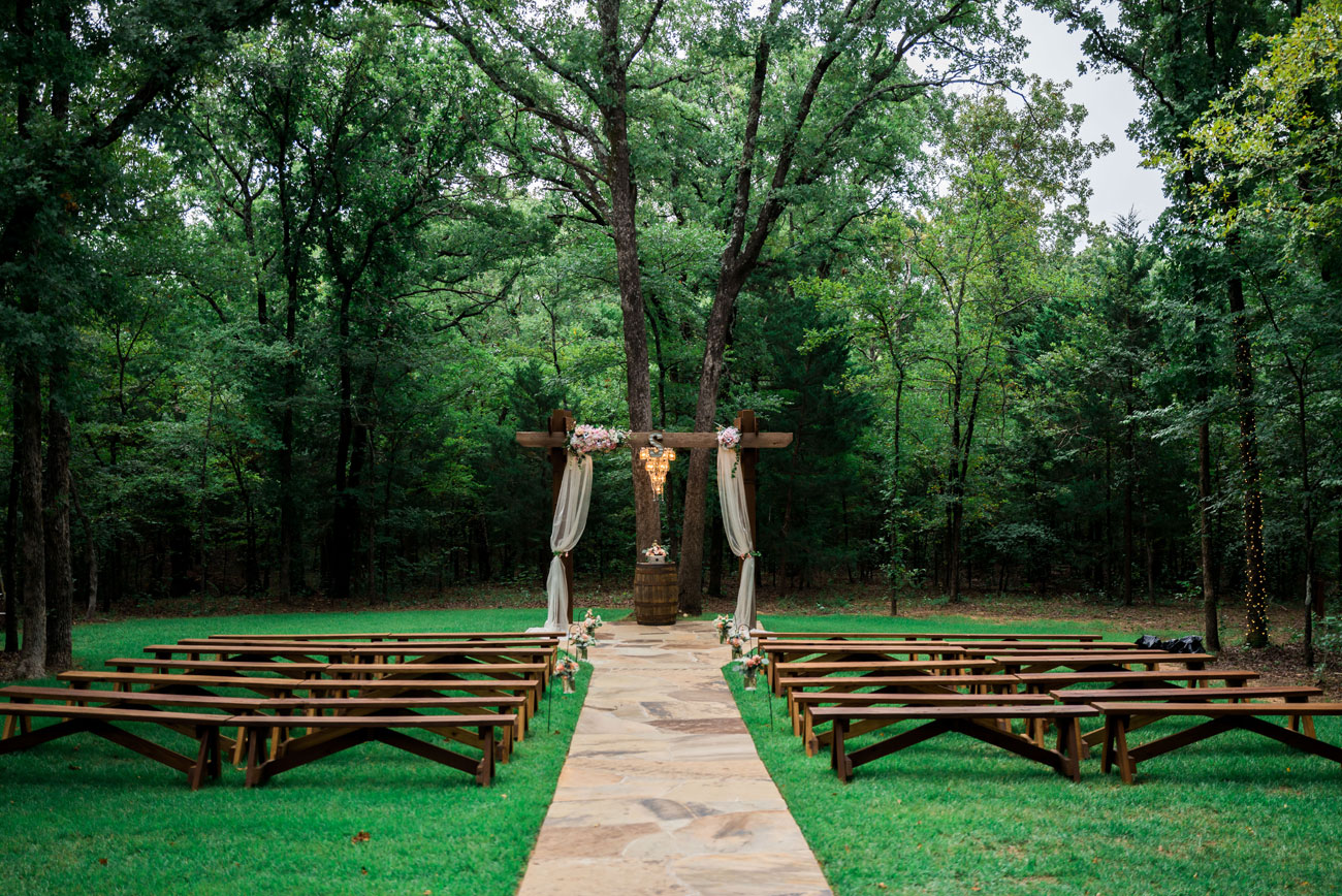 Whispering Oaks Wedding Venue