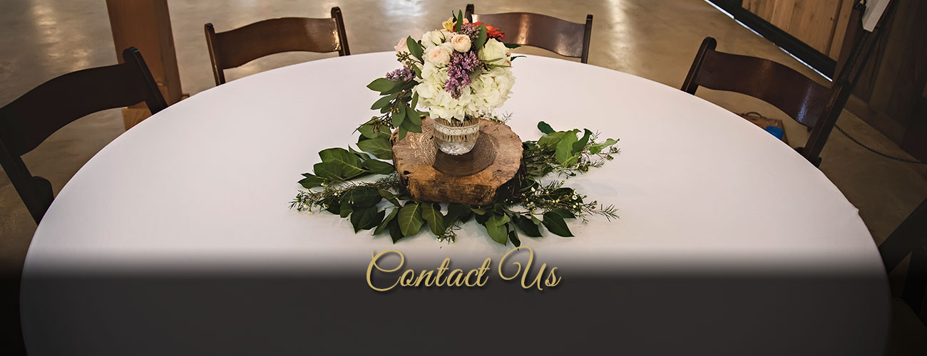 Image of a reception table - Whispering Oaks Wedding Venue